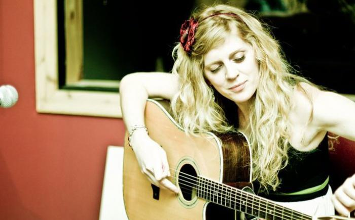 Singer/songwriter Molly Winters