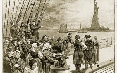 Engraving of men, women and children on a ship looking at the Statue of Liberty